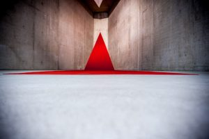 Isolation (2014) / Red rug, wood / 1400 x 300 x 200 cm